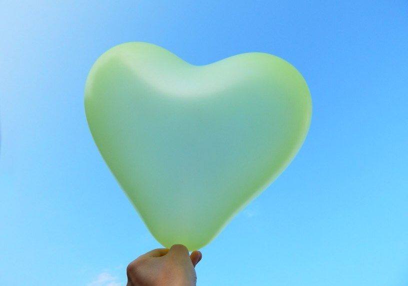 yellow-heart-in-the-sky_t20_oE10eP
